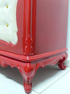 Ateliando - Customização de móveis antigos: Balcão para Loja - Customizado    Toda reformada e laqueada com a cor vermelho bombeiro e acabamento em alto brilho feito em nosso atelier.