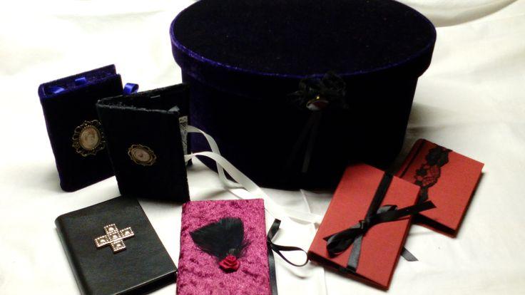 Gothic - süße neue Visitenkartenmäppchen - Leder und Samt mit Spitzentäschchen innen und Bändchen zum zubinden, neue Box in lila Samt