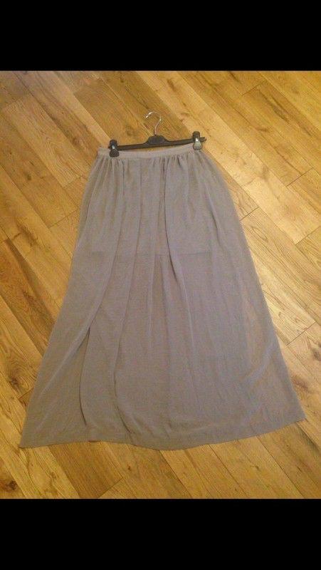 Jupe longue légère beige transparente  H&M ! Taille 36 / 8 / S  à seulement 5.00 €. Par ici : http://www.vinted.fr/mode-femmes/jupes-longues/40236088-jupe-longue-legere-beige-transparente.