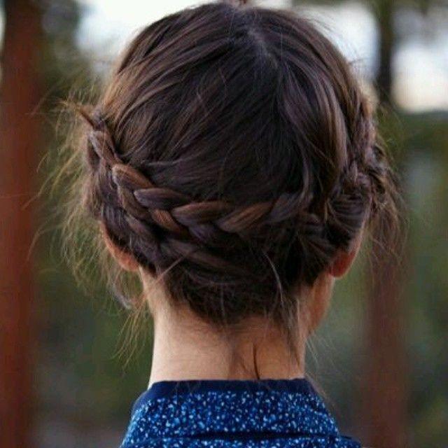 Bom penteado para cabelo curto/long bob: coroa invertida de tranças