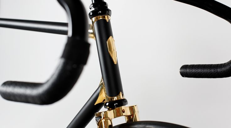 Heritage-Paris H-007 GOLDFINGER Photo: C-reel #bicycle #frame #heritageparis #bespoke #photography #singlespeed#fixedgear #fixie #pignonfixe #luxe #luxury #H007 #velo #steel #madeinfrance #creel #jamesbond #goldeneye #gold #24K #handmade #unique #handcrafted #thomaserber #cdcte