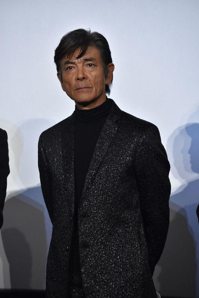 現在64歳ながら劇中で全力疾走を披露している柴田恭兵。