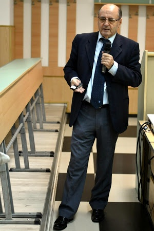Prof .univ.Dr. Dumitru Constantin- Dulcan, medic neurolog si psihiatru,doctor in medicina,autorul cartii « Inteligenta materiei » aparuta in prima editie in 1981, si ulterior in alte doua, premiata in 1992 cu premiul pentru filozofie Vasile Conta al Academiei Romane. Exponent deseama al psihologiei transpersonale, este preocupat de adancirea dimensiunii spirituale aexistentei umane. FIZIOLOGIE SI CONSTIINTA - Spitalul Universitar Militar Central Bucuresti 2012