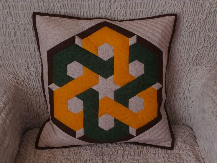 polštář propletené hexagony