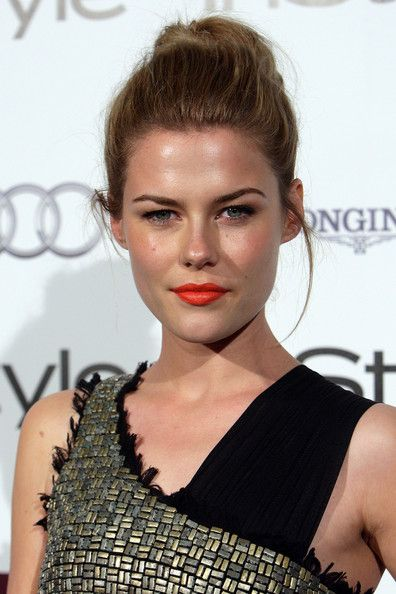 Rachael Taylor Hair Knot - Actress Rachel Taylor showed off one of the hottest hair styles of the season, the top knot. She paired it with bright lipstick for a finishing touch.