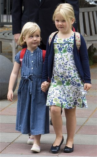 tripleaprincesses:  Princesses Alexia and Catharina-Amalia of the Netherlands