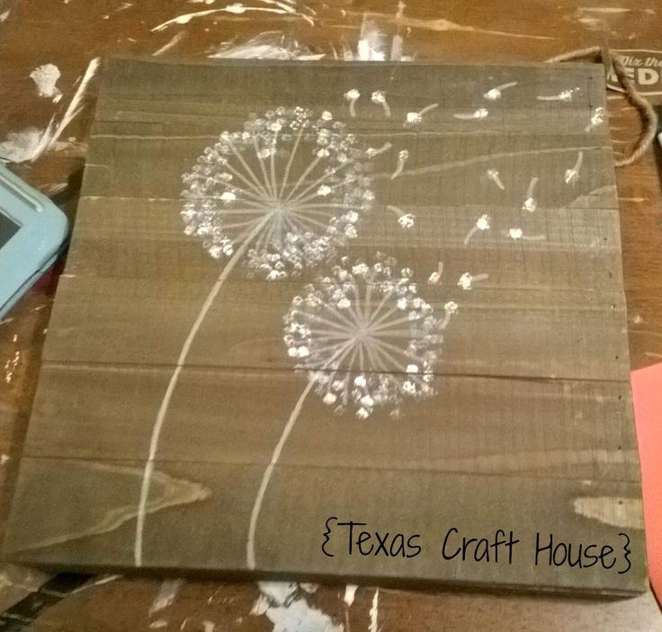 Dandelions seem to be popping up everywhere especially on artwork and cards. Here is a simple way to paint your own using a pen, a dab of paint and a small paintbrush.