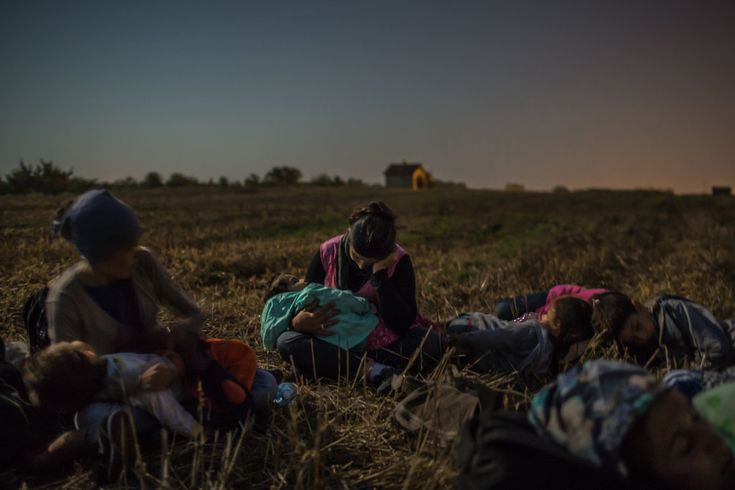 The Year in Pictures 2015 - The New York Times - Serbia - August 2015 - A mother rested with her daughter and other relatives in a field during their almost two-month journey to escape violence in Syria.