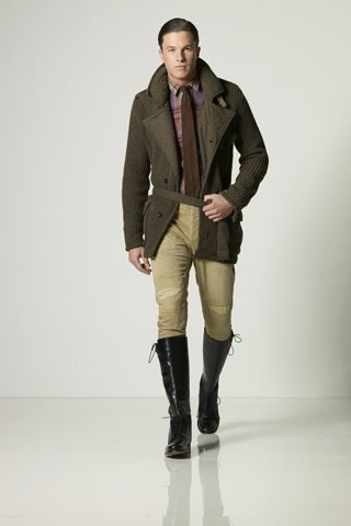 Would look a little better with brown boots.