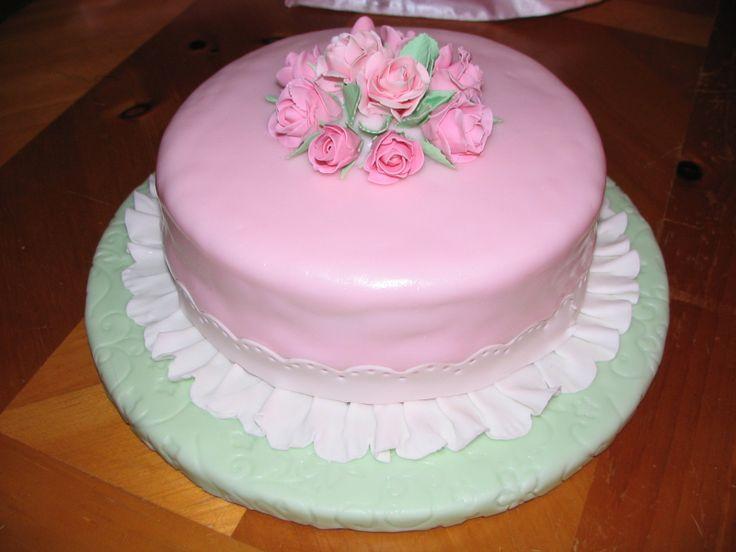 Wilton Cake Fondant Class : Wilton Course 3 Fondant covered cake Wilton Course 3 Gum ...