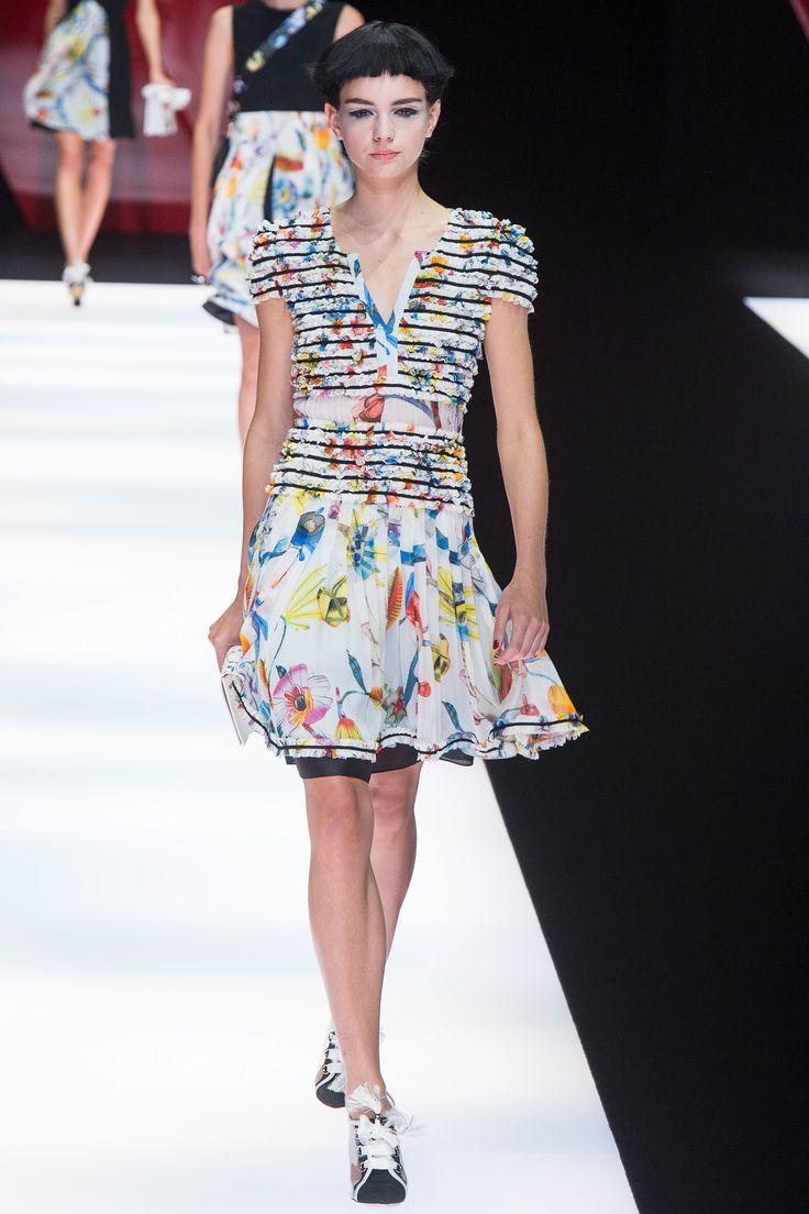 Giorgio Armani Spring 2018 Ready-to-Wear  Fashion Show - Paulina Frankowska