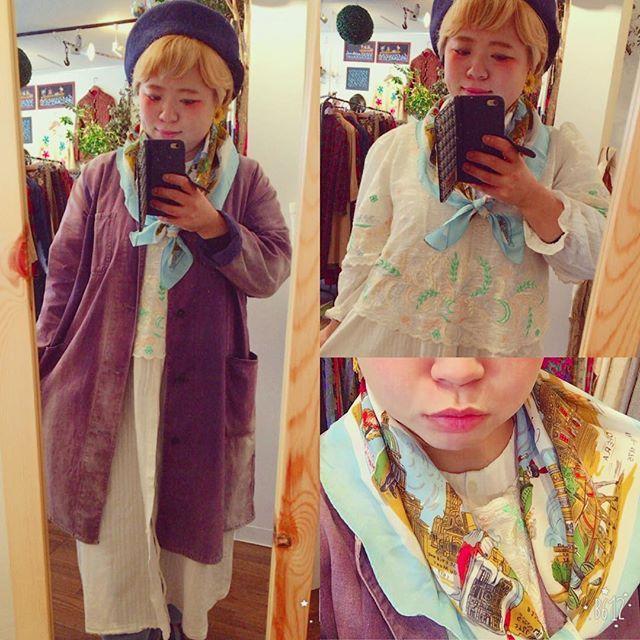 【choosy.choosy】さんのInstagramをピンしています。 《こんにちは!今日も暖かい陽気ですね♡ 少しでも春っぽい服装にしたくて、白いワンピースにパステルカラーの刺繍が散りばめられたブラウスを重ね着してきました♡ 街並柄のスカーフもお気に入り!  #choosy #ものがたりを着る #静岡 #古着 #レディース古着 #古着屋 #セレクトショップ #作家 #アクセサリー #絵本 #森 #vintage #antique #usedclothing #used #jpn #Shizuoka #コーディネート #スタイリング #お洒落さんと繋がりたい #通販 #アート #art #ギャラリー #絵 #展示 #販売》