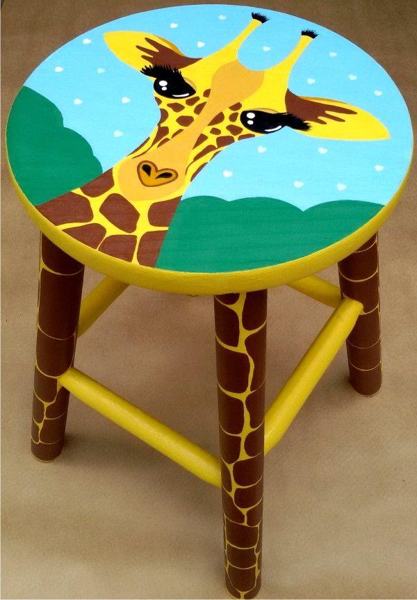 Banco+de+madeira.+ Pintado+a+mão.+ Para+sentar,+enfeitar,+colorir.+ Serve+também+como+mesinha.