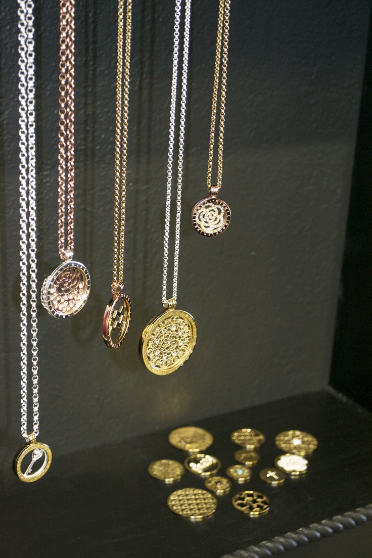 Kari's Diamonds is now carrying Nikki Lissoni interchangable necklaces. Available in three gorgeous sizes and four different lengths. Come in and get yours today!