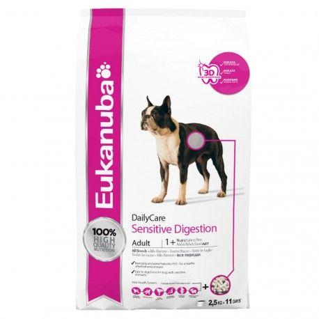 Eukanuba DailyCare Sensitive Digestion, especialmente formulado para cães com digestão sensível, flatulência ou fezes inconsistentes, de forma ocasional. Com polpa de beterraba e enriquecido com prebióticos -FOS- para regular o trânsito intestinal, e arroz que facilita a digestão.