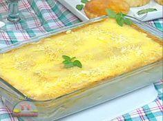 Receita de Lasanha de massa de pastel - Massa de pastel:, 1 rolo de massa de pastel, Molho especial:, 3 col (sopa) de azeite extra virgem, 2 dentes de alho amassados, 1 cebola media ralada, 500g de carne moida, 500ml de molho de tomate, Sal e pimenta do reino a gosto, Temperos a gosto, 1 tablete de caldo de carne, 1 pitada de açucar, 1 lata de creme de leite com soro, Molho branco:, 3 col (sopa) de manteiga ou margarina, 3 col (sopa) de farinha de trigo, 1 litro de leite, 1 tablete de caldo…