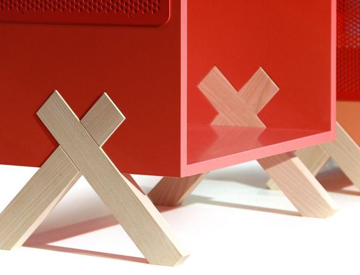 Peep Storage, Note / La forme en croix de l'encoche permet au meuble d'être soutenu en limitant la quantité de bois