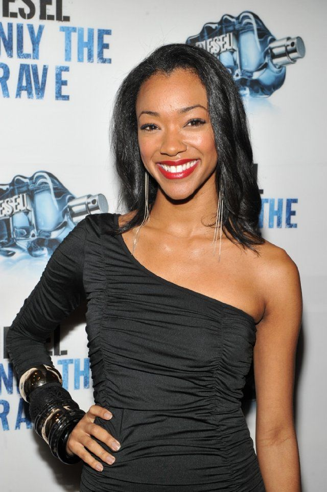 "Sonequa Martin-Green ""Sasha"" in the Walking Dead...Sasha you can come back from crazy...come on now!"