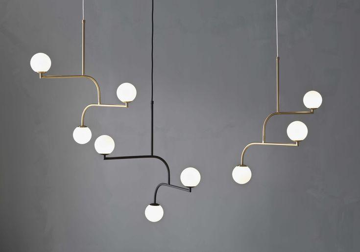 """""""Ge mig en lampa som är snygg i New York"""". Med dessa ord började designern Monika Mulder skapa Mobil med ett typiskt New York balkongräcke och de runda... Läs vidare"""