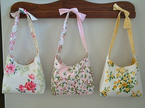 I love making these shoulderstrap bags and these are made from vintage tablecloths! I have been collecting vintage tablecloths for years. It took a lot of courage to cut into them but once I realized how many stains and holes were in the cloths it seemed better. They turned out pretty nice, huh! They are completely reversible and the straps can be adjusted. The one side is the vintage tablecloth and the other side is new coordinating fabric.