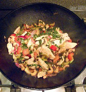 Uit de keuken van Levine: Roergebakken kip met hoisinsaus en paksoi