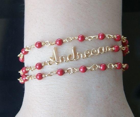 Bratara cu nume, aurie, triplu sir, cu perle Swarovski rosu, personalizata, cu elemente aurii rezistente la oxidare. , by BanaDesigns, 40 Lei