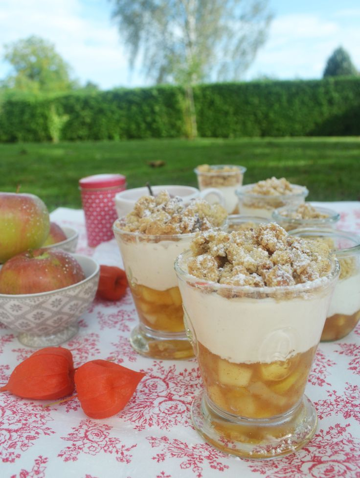 Let's Crumble! <3 Diesmal wird unser Liebling, der Apple Crumble kalt serviert und das im schönen Glas! Oh da strahlen die Gesichter! Wir stellen uns vor: ein aromatisch, fruchtiges Apfelk…