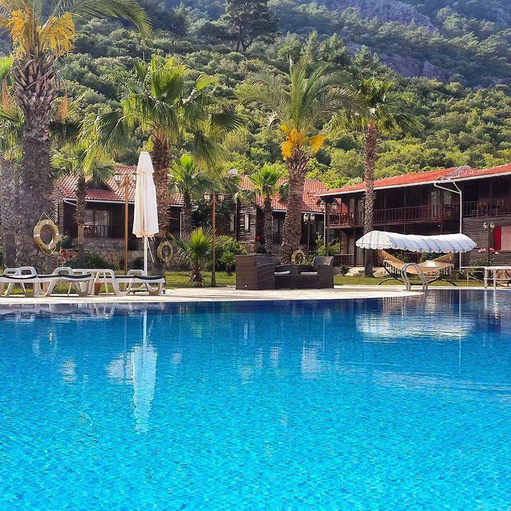Club Sun Village #Adrasan - #Antalya'nın O orman havasi var ya, gerisi bos)) aslinda bos da degil anlatacak cok sey var. Isletme konuklarıyla oldukca ilgili. Temiz. Yemeklerde sorun yok. Manzara dehset. Mulaka ziyaret edilmeli. www.kucukoteller.com.tr/club-sun-village ☎️0242-8831480 27 Odalı  2 Kişi Ort. Fiyat: 263₺ Evcil Hayvan Dostu ❤️Balayı Oteli ➕Dağ Evi Ücretsiz Otopark  Çocuklara Uygun