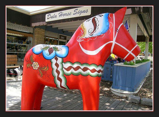dala horses lindsborg ks | Traditional Red Dala | This dala stands in front of Hemslo ...