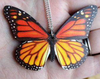 Monarch vlinder ketting oranje vlinder hanger, illustratie sieraden, Woodland, dierlijke ketting, houten sieraden