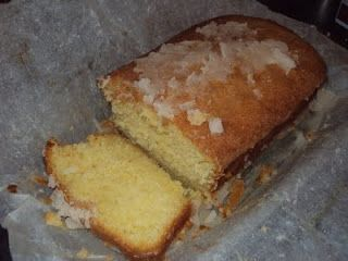 Domestic Sluttery: Baking for Beginners: Lemon drizzle cake