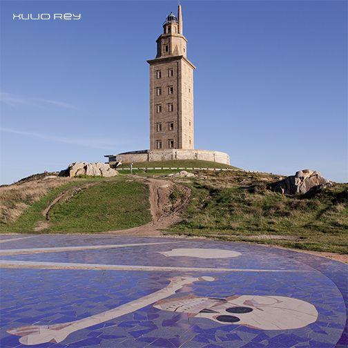 Cualquier visita a la Torre de Hércules es buena, pero si lo haces con nuestras visitas guiadas la experiencia será inolvidable. Descubre todos los porqués del faro coruñés, reservando tu plaza en el  981. 223. 730.