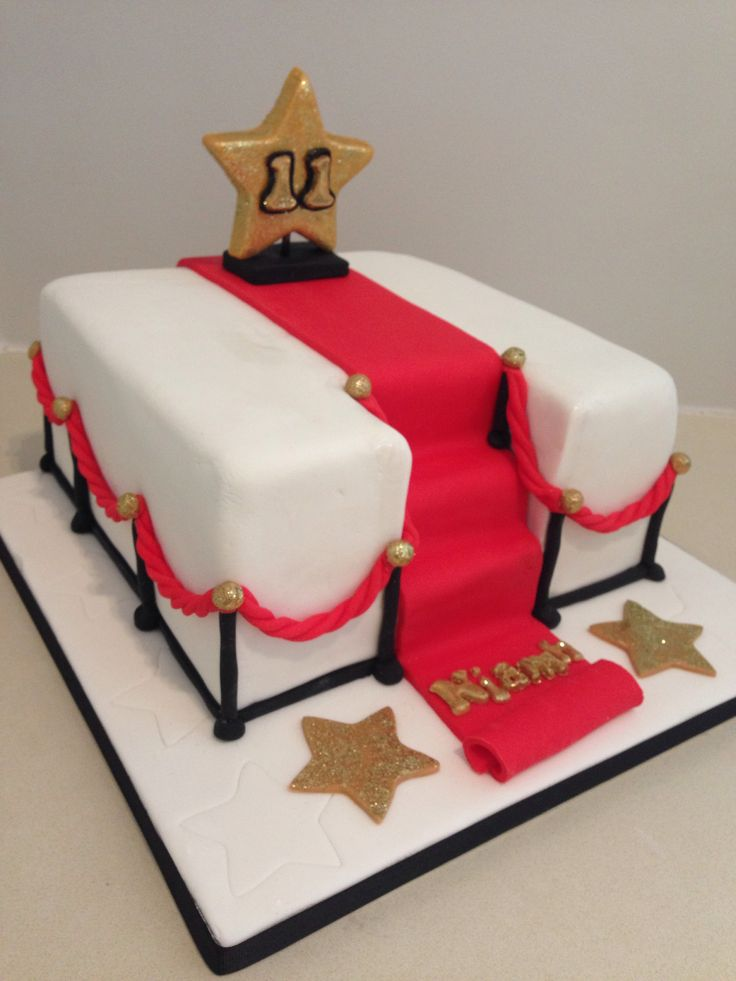 39 hollywood 39 red carpet cake cake decorating ideas for Accessoire decoration