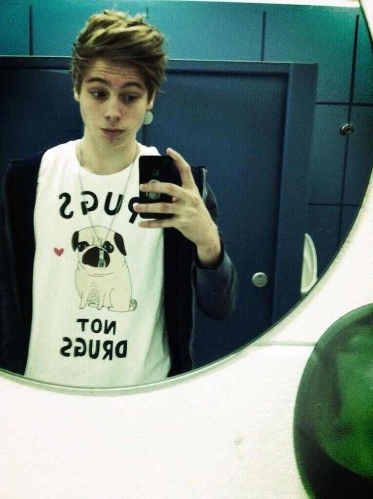I want that shirt, it's soo cute