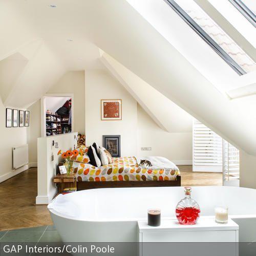 Große Räume bereiten experimentierfreudigen Inneneinrichtern viel Vergnügen: Das Bett in der Mitte des Schlafzimmers sorgt für eine besondere Raumstimmung.  …