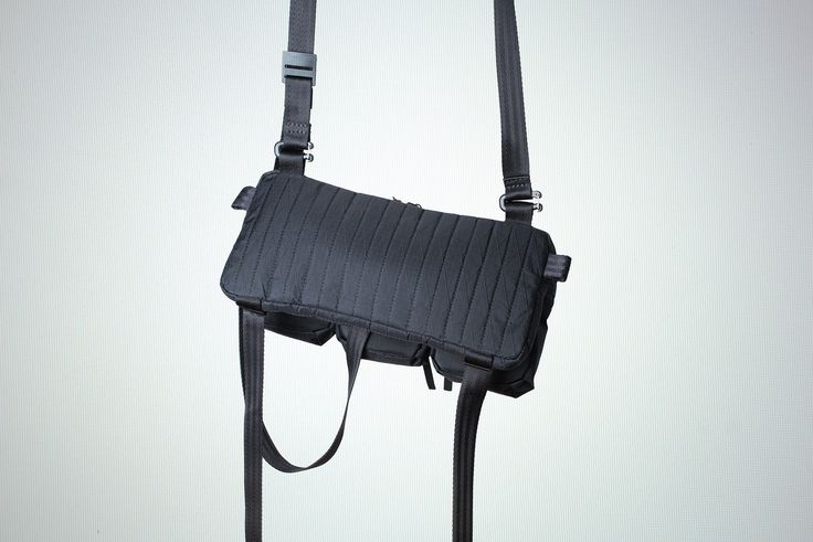 Adjustable & modular straps allowing multiple carry ways - Removable pouches - YKK Aquaguard zippers™