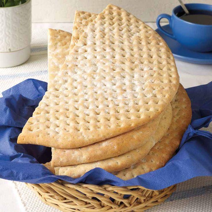 Hönökaka är ett runt och platt bröd som kommer från Hönö i Bohusläns skärgård.