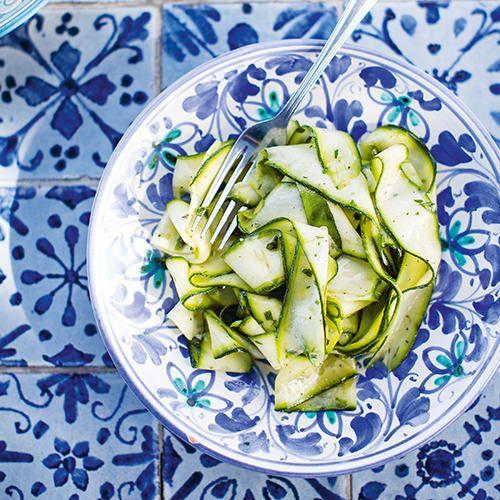 Courgette-linten met citroen-oreganodressing (salmoriglio) - recept - okoko recepten