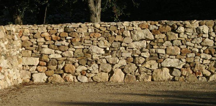 muret en pierre sèche à mouries