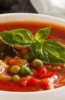 Minestrone Soup | Farmhouse Direct #FarmhouseAU #soup #souprecipe #minestrone #dinner #dinnerecipe #tomato #greenbeans #basil