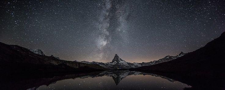 Matterhorn Der Klassiker unter den Alpen-Bildmotiven: das 4478 Metern hohe Matterhorn auf der Grenze zwischen der Schweiz und Italien. Im Stellisee spiegelt sich die Milchstraße