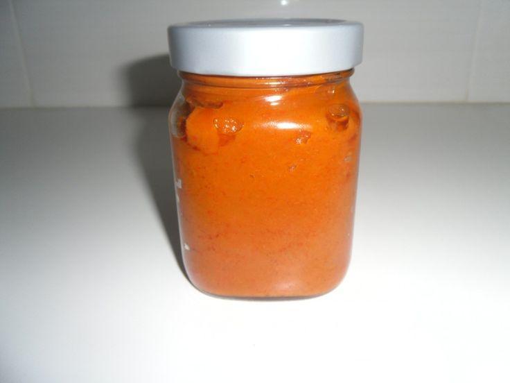 Σπιτικός πελτές πιπεριάς! Χαρίζει μοναδική γεύση στα φαγητά μας ,σε σάλτσες,και είναι τέλειο άλειμμα για καναπεδάκια,και για το ψωμί.Δείτε βήμα βήμα την συνταγη