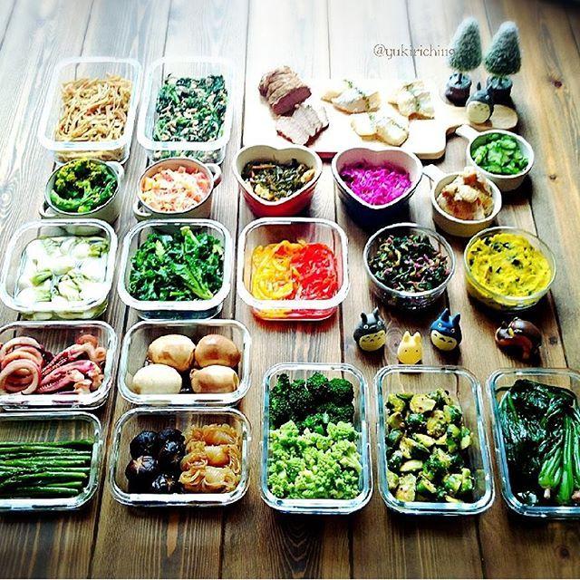 yukirichi119 on Instagram pinned by myThings 2016/02/15(月) #2016ゆきりち常備菜 ⑥ * おはおはまーーーる( ´ ▽ ` )ノ 奥さーん♡♡ 出来ましたよぉーーー♡♡ 疲れた年だわ( ˊᵕˋ ;)笑 前回、緑が少なかったなーって思って 意識してたら 緑の野菜買いすぎたみたい(;;´_ゝ`) 緑だらけだわー笑 * ☺辛口きんぴらごぼう ☺春菊とツナの胡麻マヨ和え ☺煮豚(๑••๑) ☺鱈の唐揚げ(下拵え) ☺菜の花からし和え ☺3色人参のクリーミーラペ ☺切り昆布と油揚げの煮物 ☺紫キャベツの甘酢漬け ☺塩揉みきゅうり ☺鶏もも肉のレモンペッパー焼き ☺ミニ蕪の浅漬け ☺塩茹でプチベール ☺パプリカのピクルス ☺小松菜の梅ひじき和え ☺かぼちゃメープルスプレッドマッシュ ☺いかのバター醤油焼き ☺ソース漬け玉 ☺アスパラのオイスターソース炒め ☺椎茸と結びコンニャクの甘辛煮 ☺ロマネスコとブロッコリーの蒸し野菜 ☺芽キャベツの酢味噌和え ☺ほうれん草の白だし煮浸し * 近場の温泉とか…