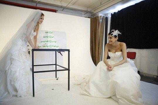 ... ve svatebních šatech z NUANCE
