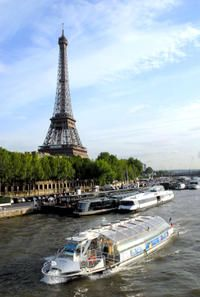 Seine River Hop-On Hop-Off Sightseeing Cruise in Paris