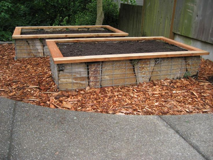 raised garden beds using flagstone and welded fencing