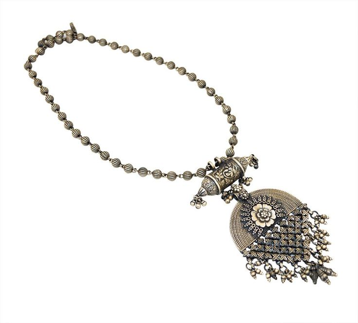 Silver necklace online is the best purchase for those women who love design, elegance and glamour. It is the must have in all jewelry collection.