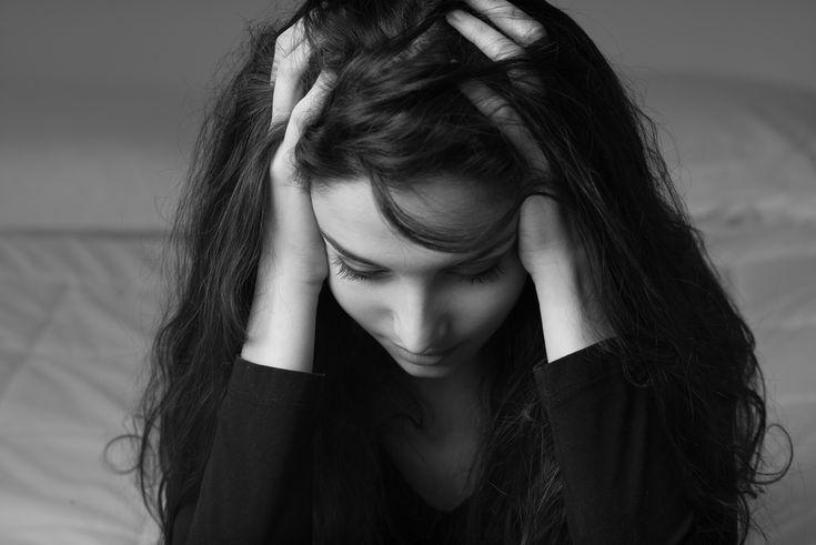 Mehr als die Hälfte der Betroffenen, die einen Schlaganfall erleiden, sind Frauen. Hormonelle Umstände sowie Migräne spielen eine entscheidende Rolle. Frauen haben besondere Risikofaktoren und spezielle Symptome. ✓ Risikofaktoren ✓ Symptome ✓ Schlaganfall erkennen ✓ Notfallmaßnahmen