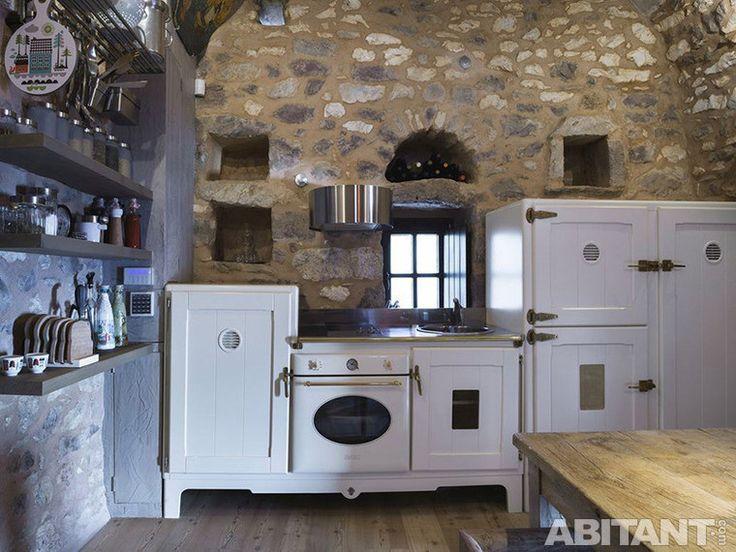 Современный интерьер здания в романском стиле, кухня