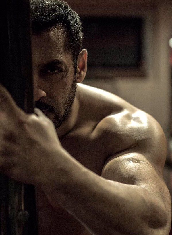"Check out! Salman Khan working out for his upcoming movie ""Sultan"". Director Ali Abbas Zafar shares a picture."